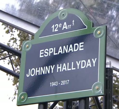 Statue de Johnny à Bercy - Page 5 Captu303