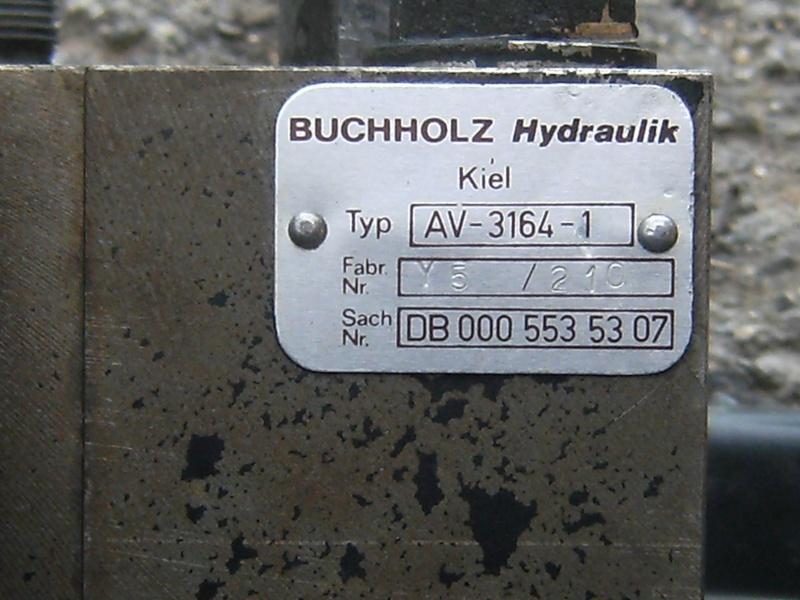 distributeur hydraulique idem que pour les unimog ???????? Photo_87