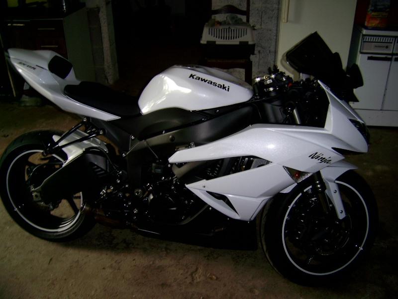 voici mon new zx6r 2011...manque plus mon pot mgp... Pic_0011