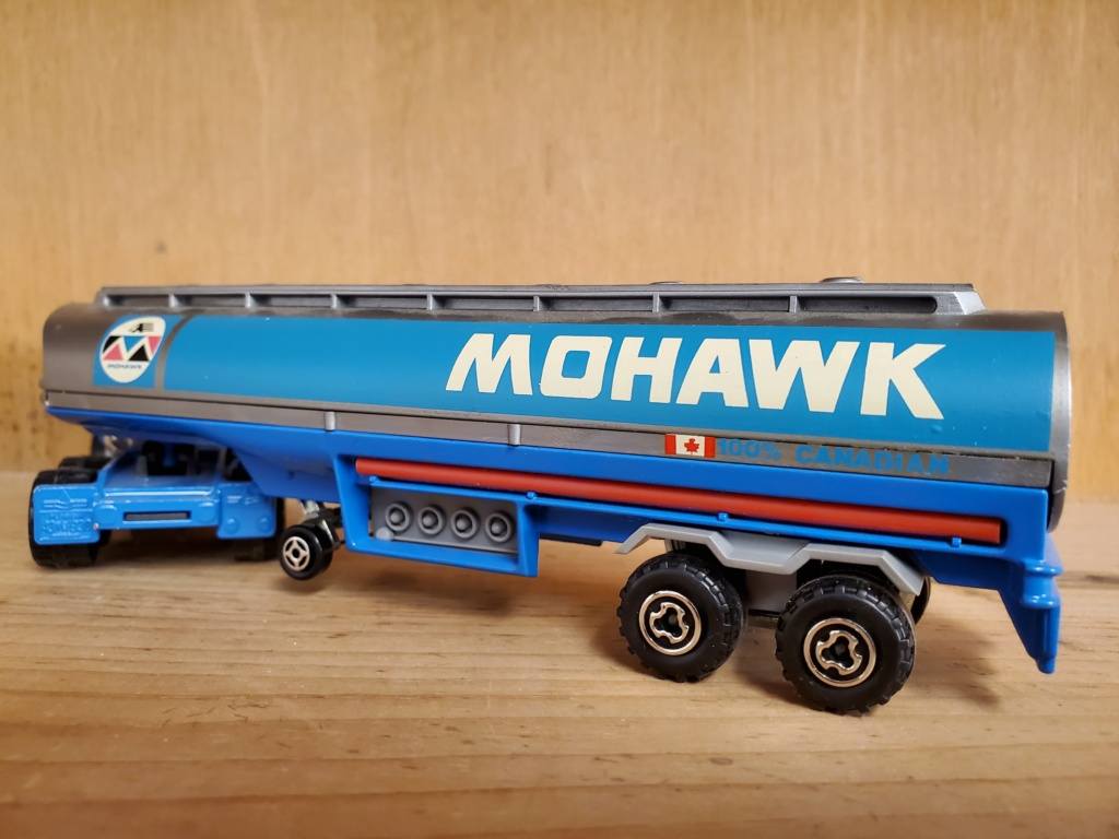 N°3076-B White RoadBoss II + Oil Tanker Mohawk 20201111
