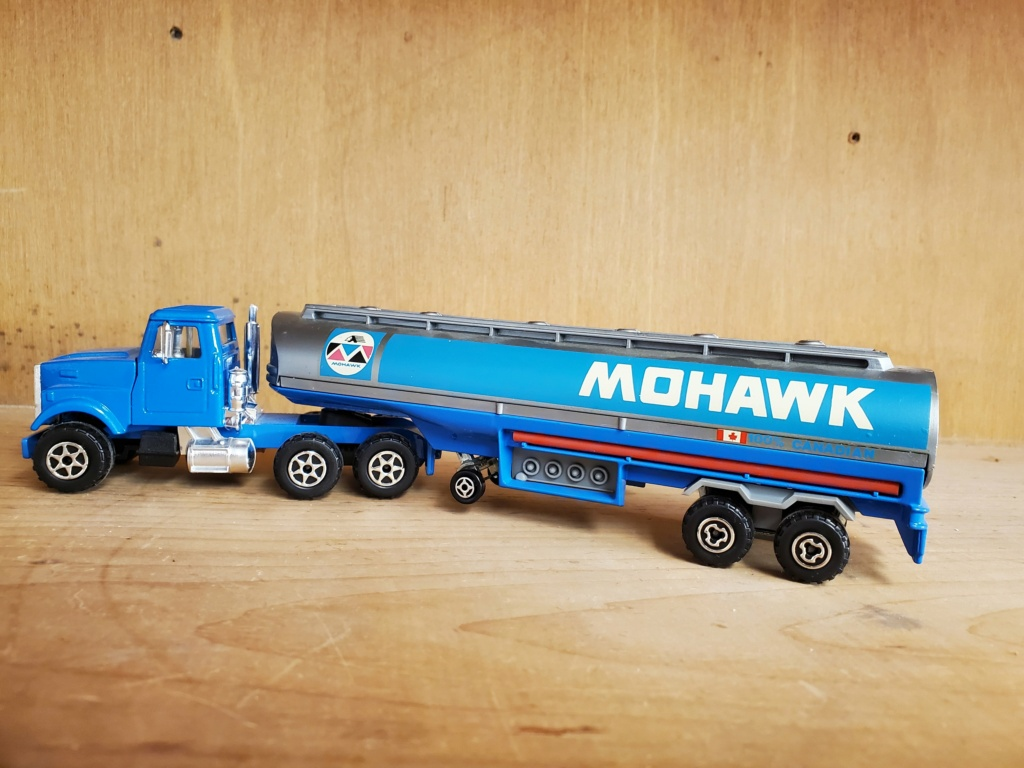 N°3076-B White RoadBoss II + Oil Tanker Mohawk Mohawk12