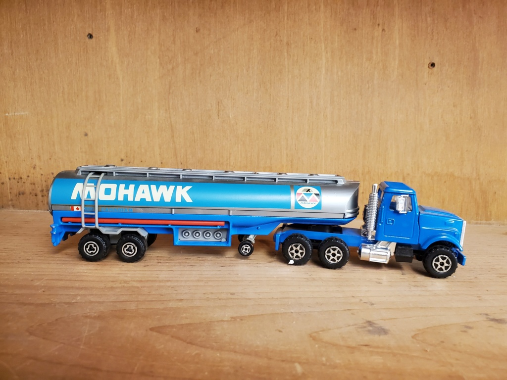 N°3076-B White RoadBoss II + Oil Tanker Mohawk Mohawk13