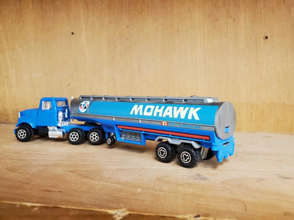 N°3076-B White RoadBoss II + Oil Tanker Mohawk Mohawk14