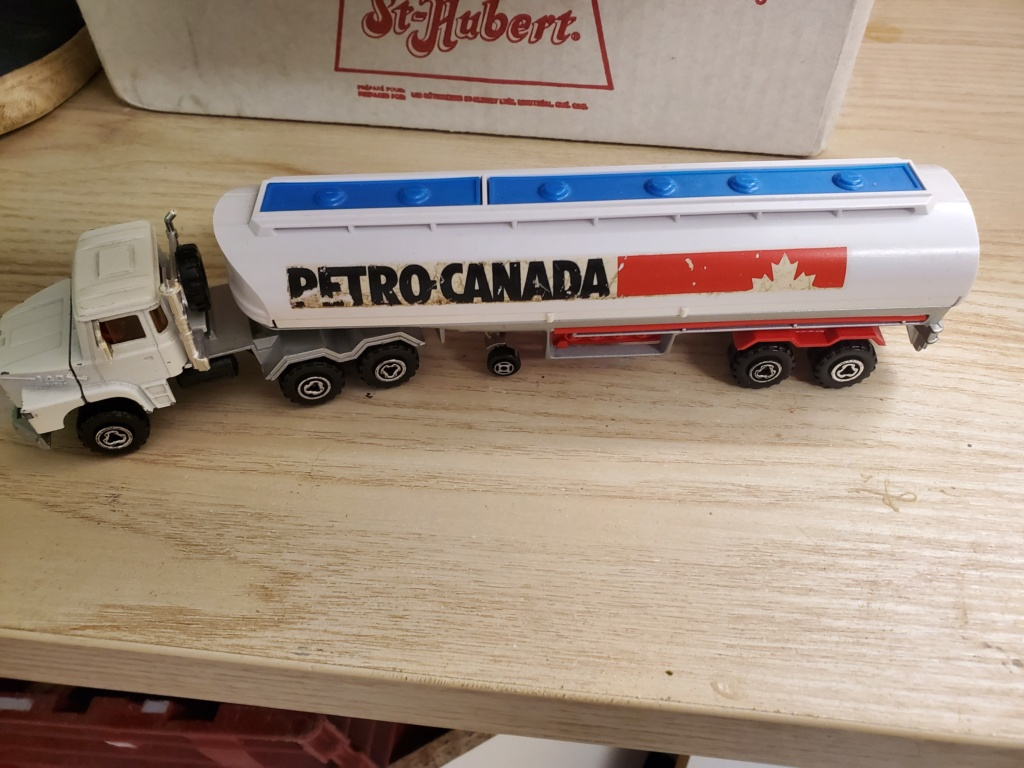 N°3040 SCANIA + CITERNE  - Page 2 Petro_11