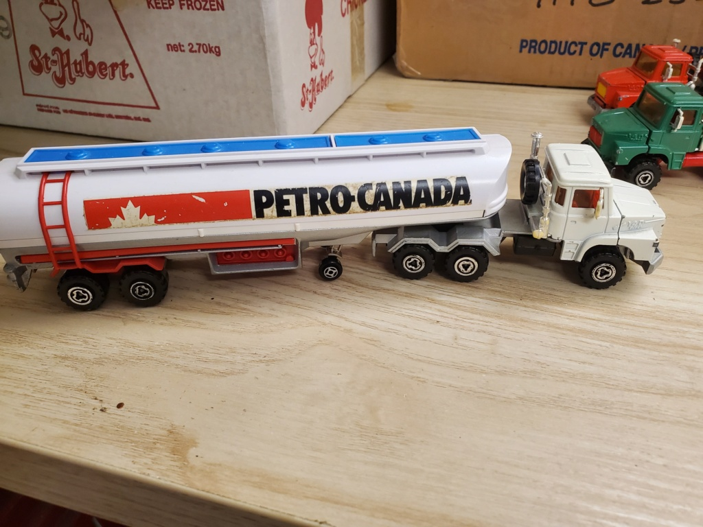 N°3040 SCANIA + CITERNE  - Page 2 Petro_12