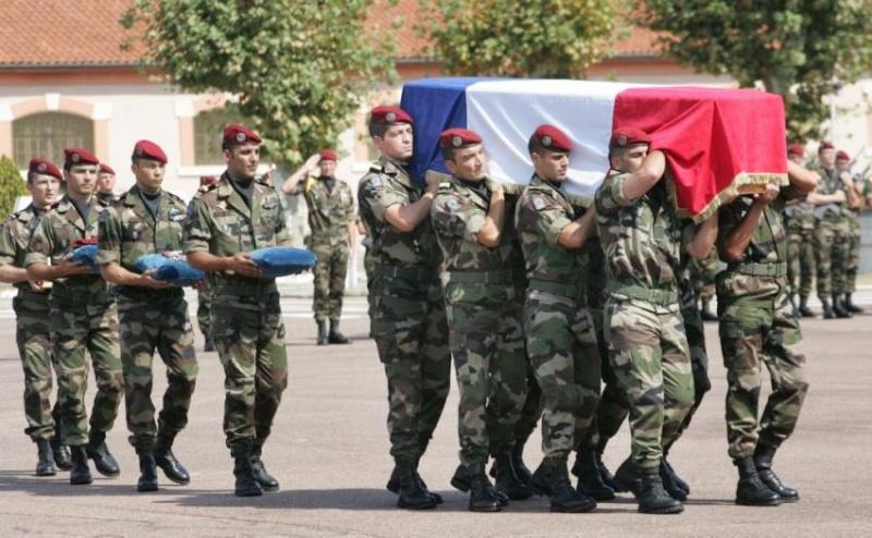 THOLY Valery Lieutenant 17e RGP - 17e Regiment de Génie Parachutiste   - Page 3 Hommag10