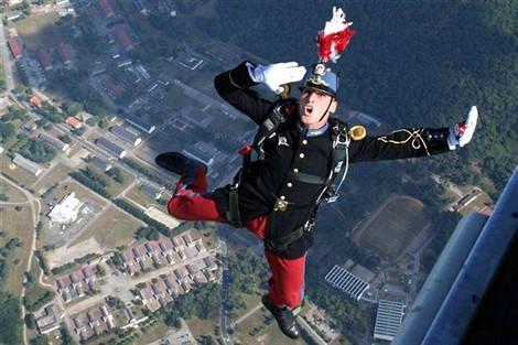 Les parachutistes sauteront sur Dinard avec Saint-Cyr Coëtquidan St_cyr10
