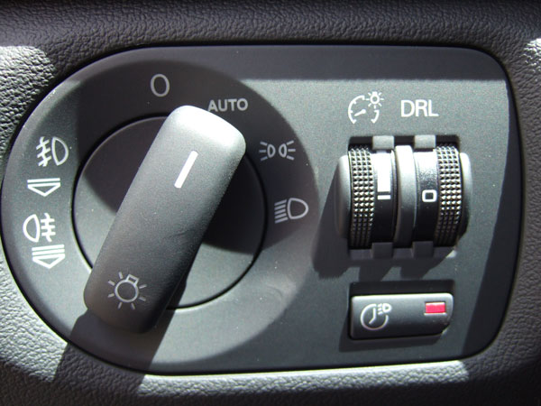 Audi A3 sportback 1.9 TDI 105 Ambiente gris Akoya - Page 4 2010_010