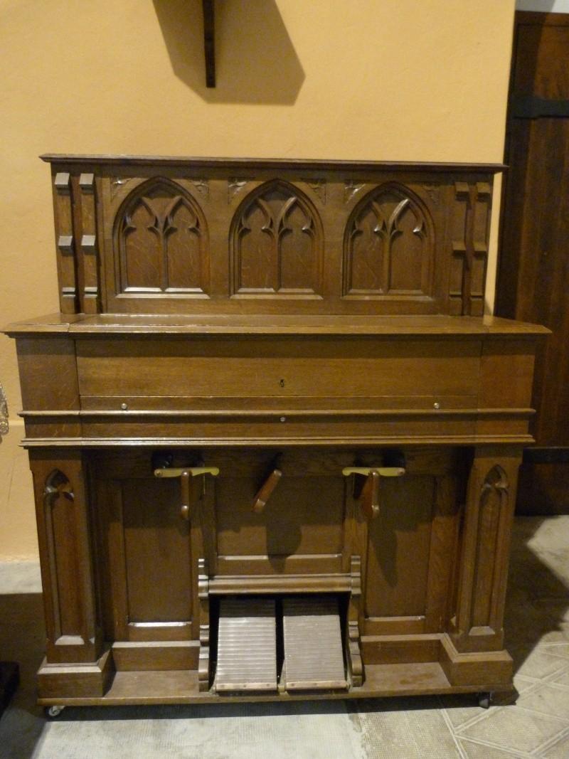 Harmonium Dumont à buffet rehaussé - Eglise de Sciez P1000310