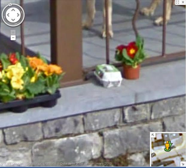 Street View : Une boite d'oeuf à Mont ( Belgique ) Oeufs10