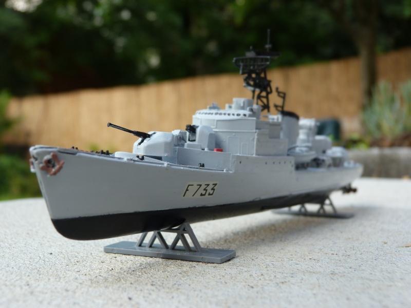 """Aviso Escorteur """"Commandant Rivière"""" Heller, 1/400 P1020110"""