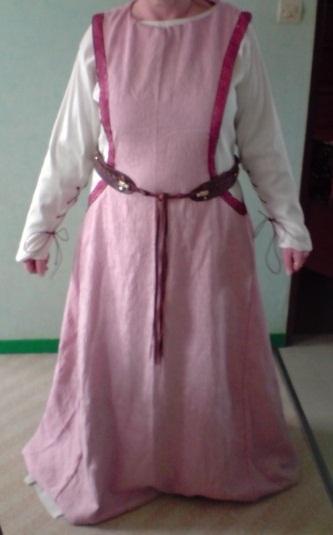 Mon costume d'inspiration médiévale Devant10