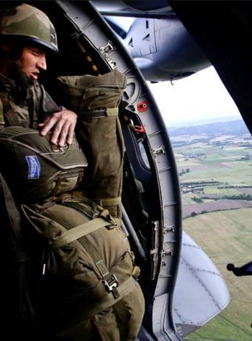 Du 10 au 15 juin 2012, opération MOJITO, la 11e Brigade parachutiste et le Groupe aéronaval réalisent un exercice interarmées  2012_042