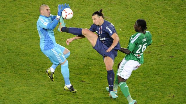 """[Divers] Le """"coup de pied chassé frontal"""" d'Ibrahimovic sur Ruffier Zlatan10"""