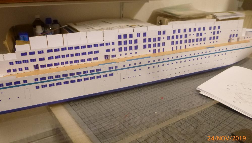 ZDF-Traumschiff MS Amadea 1:200 VK Design gebaut von Millpet - Seite 2 P1110276