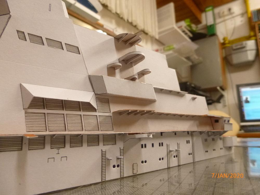 SS NOWOROSIJSK  Fly Model 1:200 gebaut von Millpet - Seite 2 P1110376