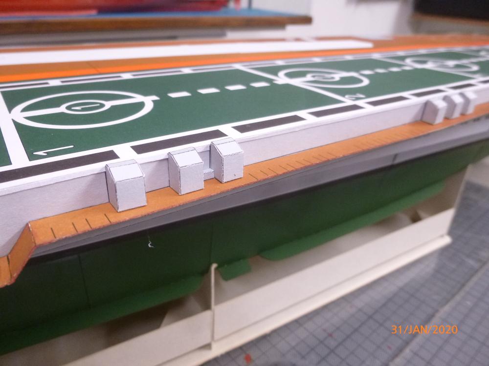 SS NOWOROSIJSK  Fly Model 1:200 gebaut von Millpet - Seite 3 P1110427
