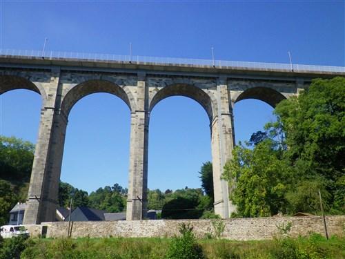 Le pont, incontournable du paysage routier - Page 4 Imgp4910