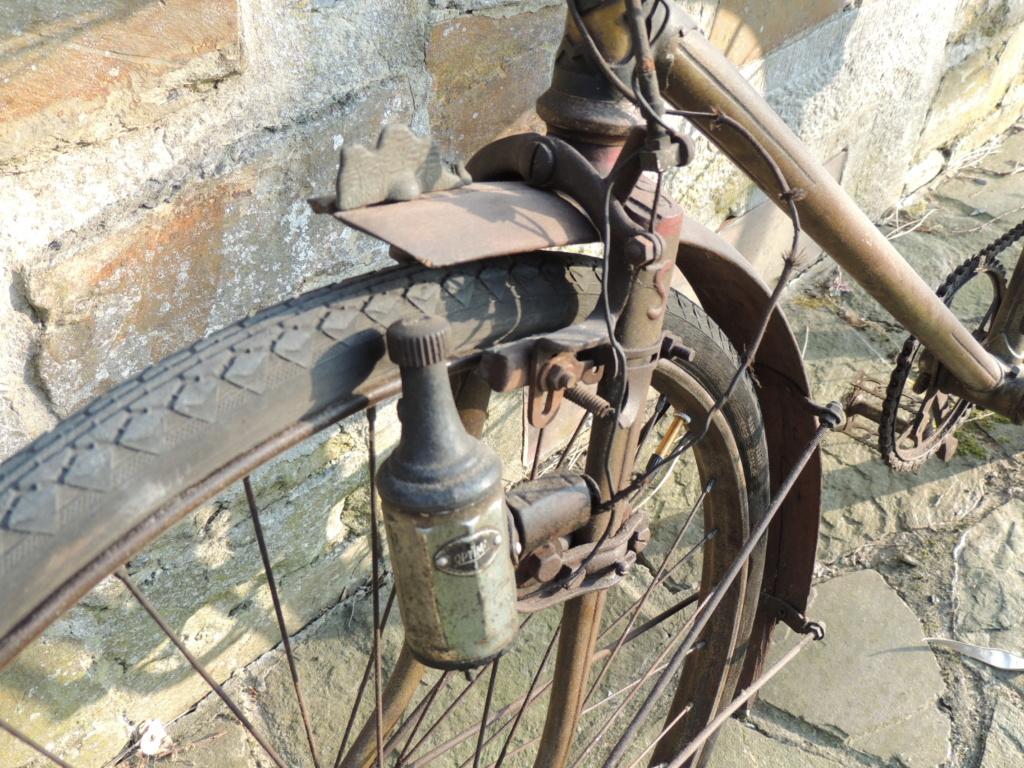 Un ancien merveilleusement bien conservé, un Securitas de Huy Dscn0855