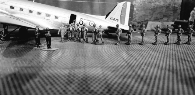 Dakota Airfix 1/72ème nouvelle boite vers 2000...?... - Page 9 A10