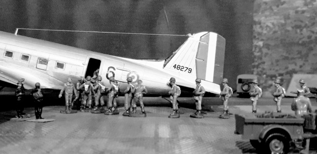 Dakota Airfix 1/72ème nouvelle boite vers 2000...?... - Page 9 B10