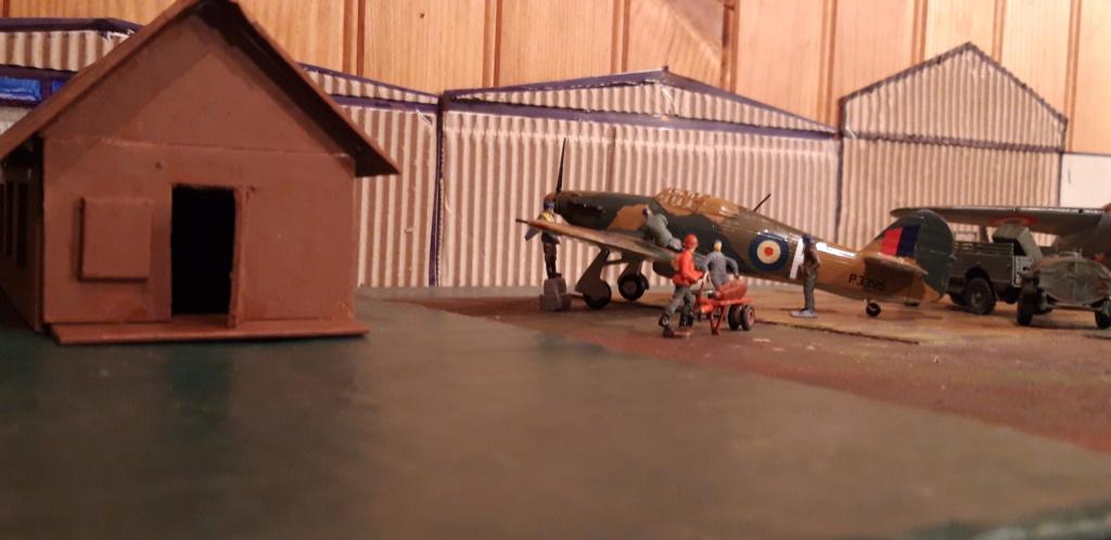 ...baraque des pilotes 1/72ème en carton . campagne de France . Baraqu11