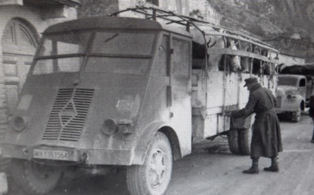 Camion Renault mod 35.. 1/72  marque ACE R_ahn10