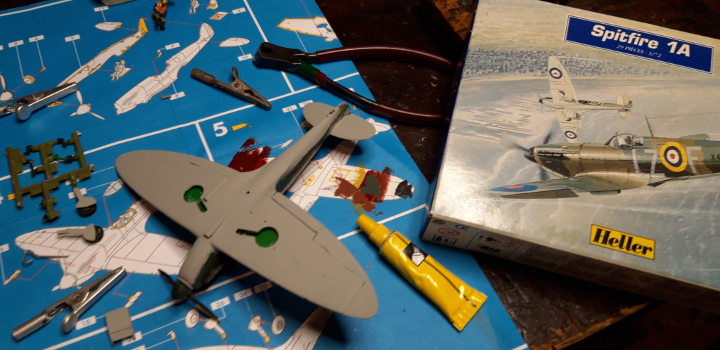 découverte... Spitfire 1A Heller de 19....?... .  Spifir11
