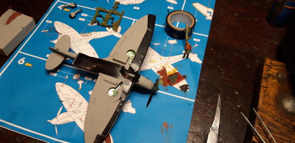découverte... Spitfire 1A Heller de 19....?... .  - Page 2 Spit_p10