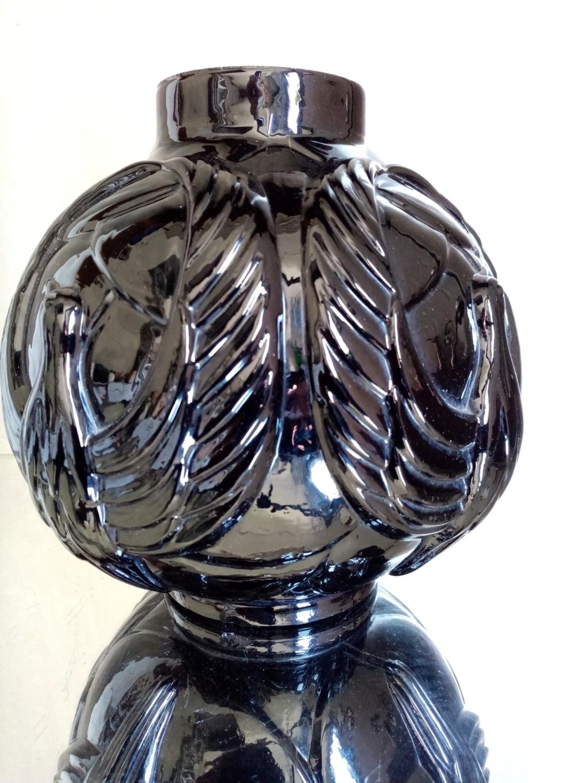 Please ID this black glass vase ? Img_2017