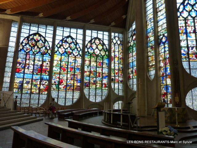 13- Présentation spécifique des vitraux consacrés à Jeanne d'Arc Blog-310