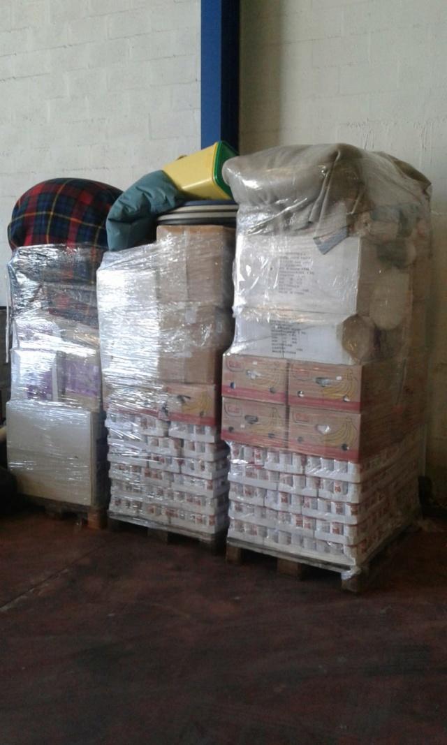 3 pallets voor Canis y Felis zijn aangekomen F0926510