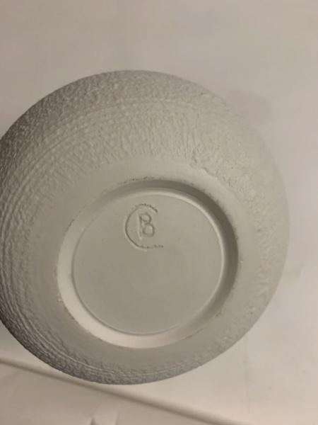 Help identifying vase  38f37210