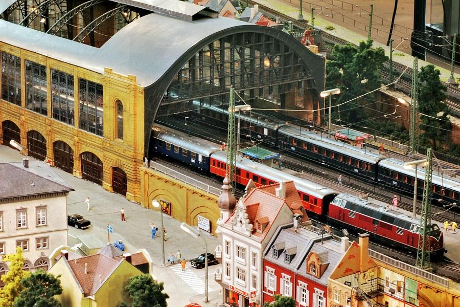 Bruxelbourg Central - Un réseau modulaire urbain à picots (suite) - Page 15 Gare-m10