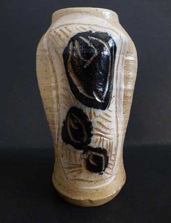 Abstract rose vase mystery mark (USA?) Roseva11