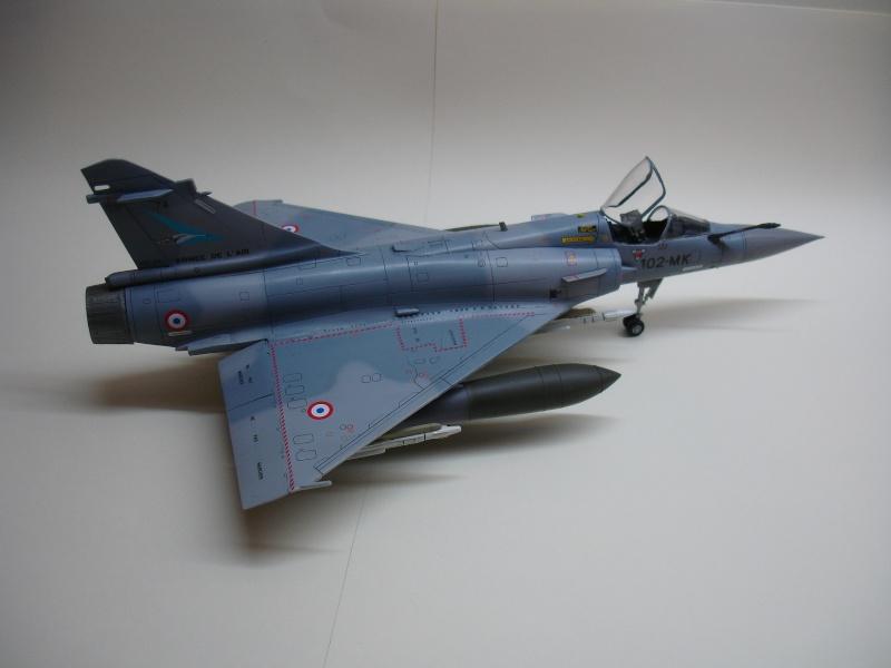 La vitrine de French Air Kit, les aéronefs aux couleurs françaises Dsc00168