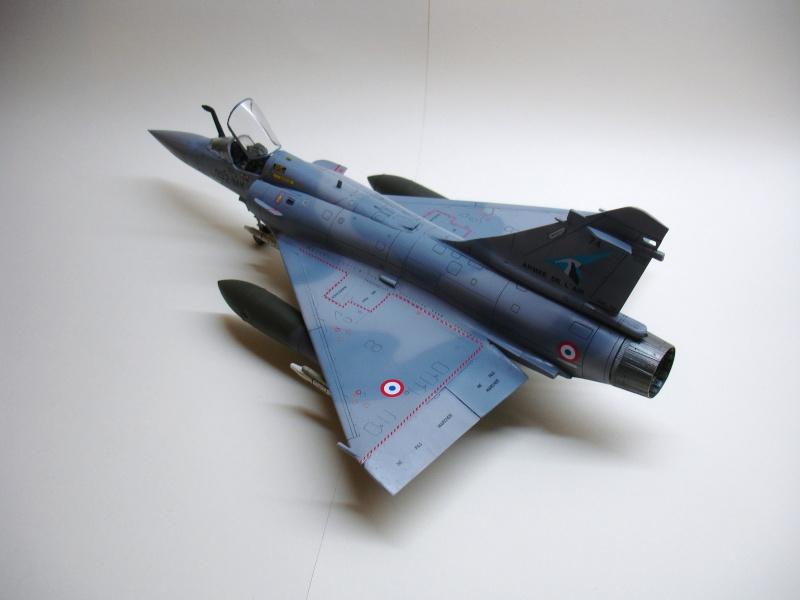 La vitrine de French Air Kit, les aéronefs aux couleurs françaises Dsc00169