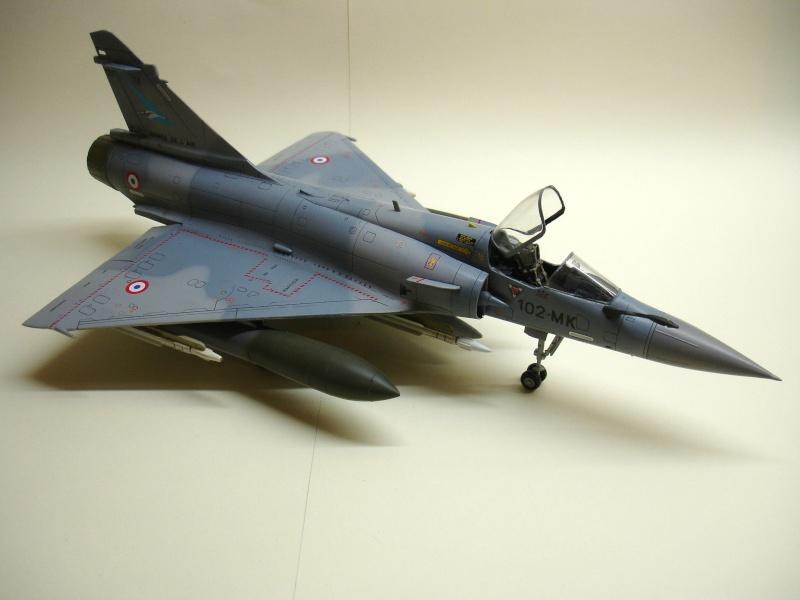 La vitrine de French Air Kit, les aéronefs aux couleurs françaises Dsc00170