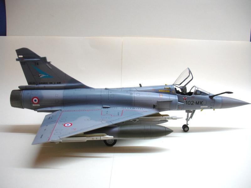 La vitrine de French Air Kit, les aéronefs aux couleurs françaises Dsc00171