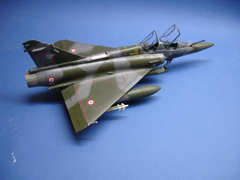 La vitrine de French Air Kit, les aéronefs aux couleurs françaises Dsc00172