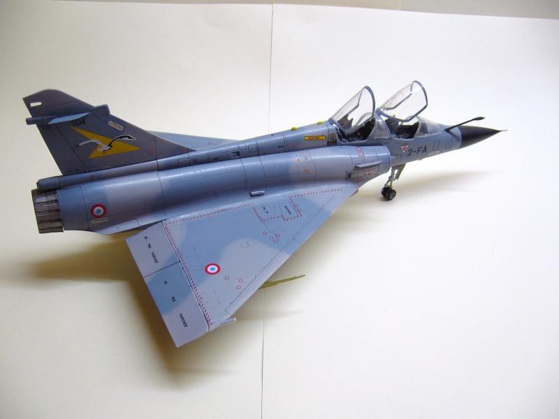 La vitrine de French Air Kit, les aéronefs aux couleurs françaises P1020210