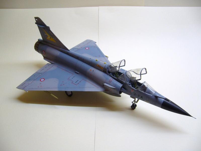 La vitrine de French Air Kit, les aéronefs aux couleurs françaises P1020216
