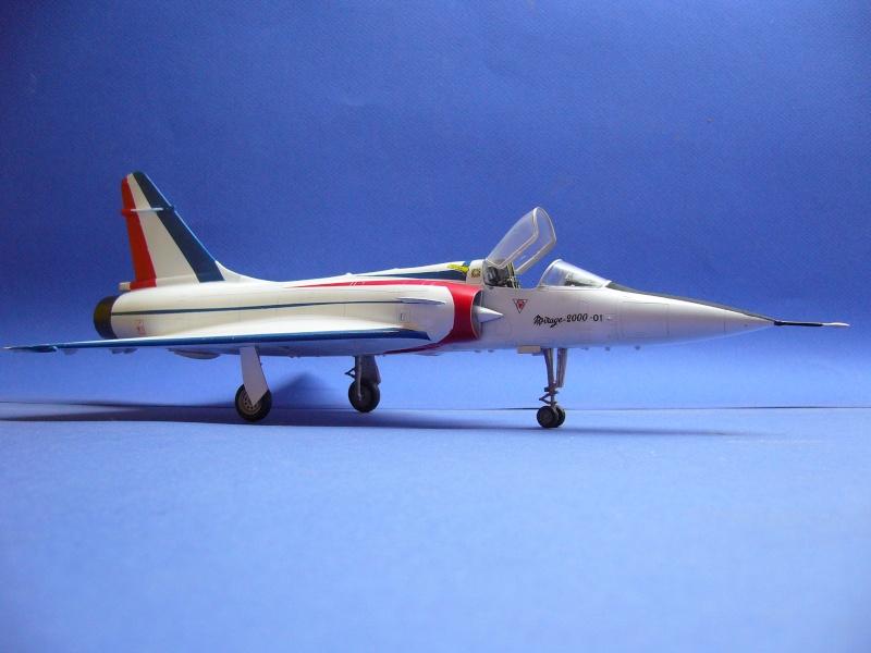 La vitrine de French Air Kit, les aéronefs aux couleurs françaises P1020427