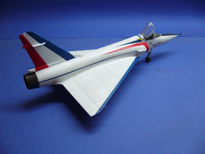 La vitrine de French Air Kit, les aéronefs aux couleurs françaises P1020431