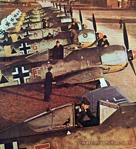 PEINTURES DU MATERIEL DE GUERRE ALLEMAND 1939-45 0610
