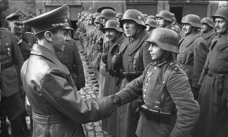 Les Jeunesses hitlériennes - Les enfants du Reich !!! 09120410