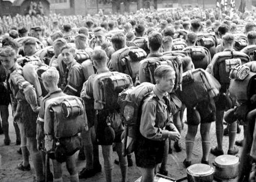 Les Jeunesses hitlériennes - Les enfants du Reich !!! 12_00610