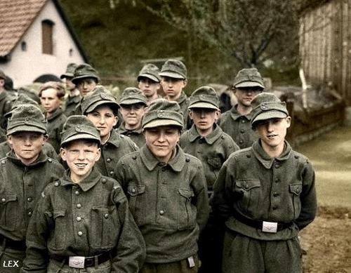 Les Jeunesses hitlériennes - Les enfants du Reich !!! 20080710