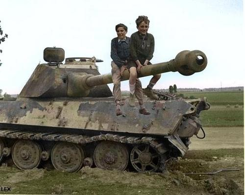 Panzer Wreck in Color !!! 20090111