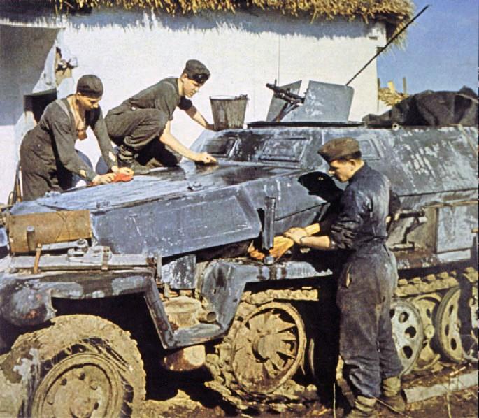 PEINTURES DU MATERIEL DE GUERRE ALLEMAND 1939-45 24390210